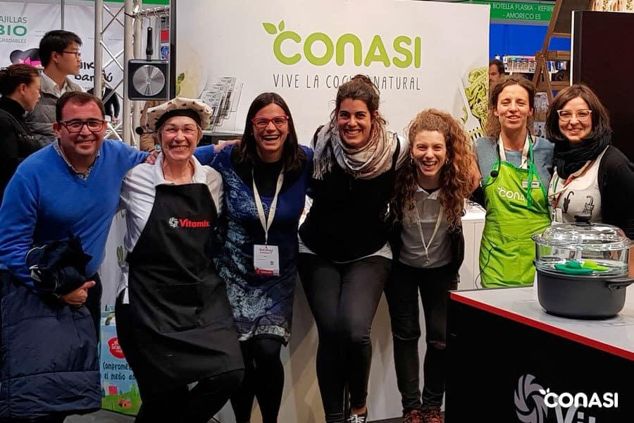 Parte del equipo de Conasi en Biocultura Madrid 2019 junto a Odile Fernández