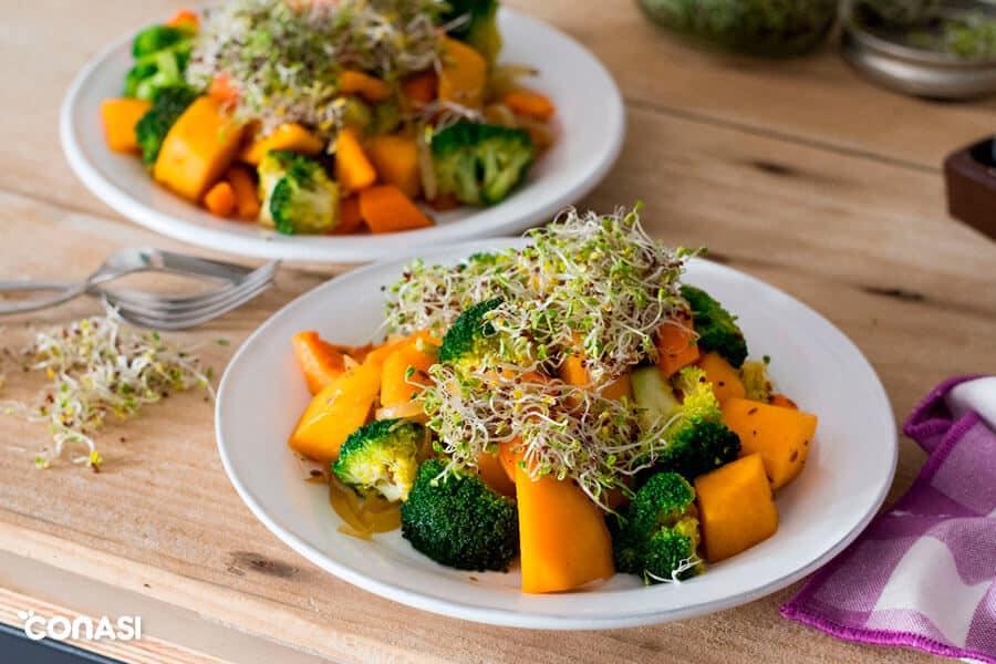 Salteado de verduras con germinados