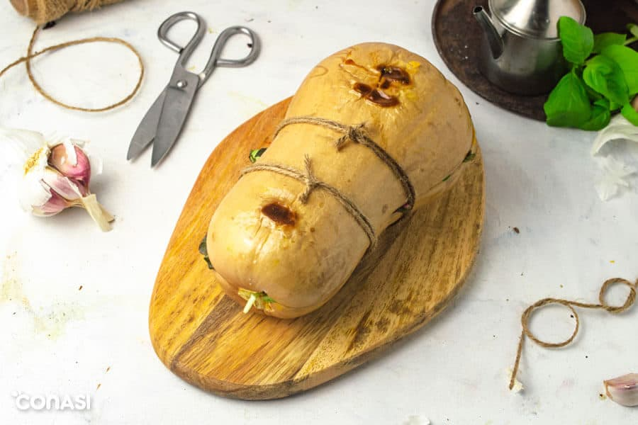 Calabaza rellena paleo atada con cordeles