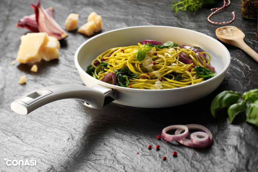Sartén de cerámica con espaguetis - Sartenes saludables