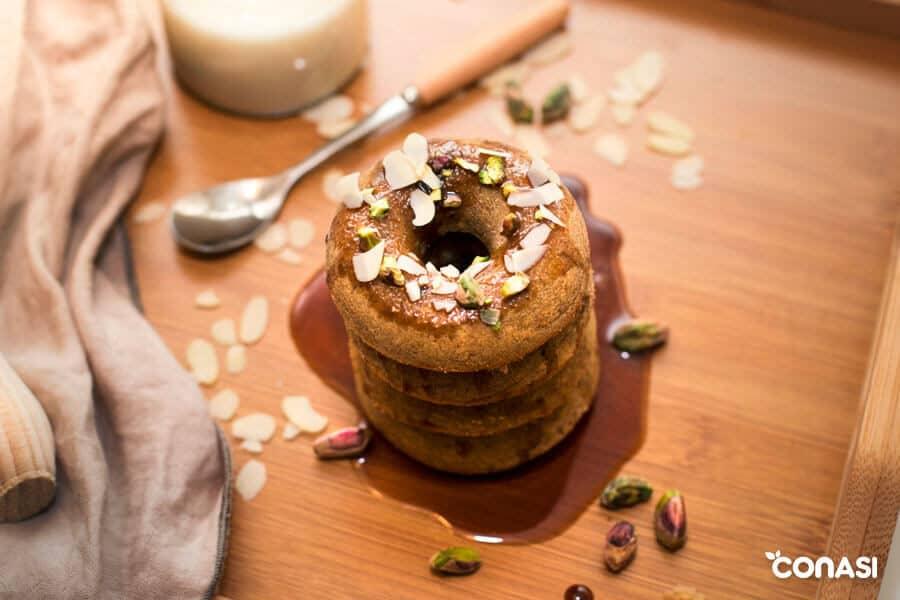 Donuts caseros de harina de trigo sarraceno apilados