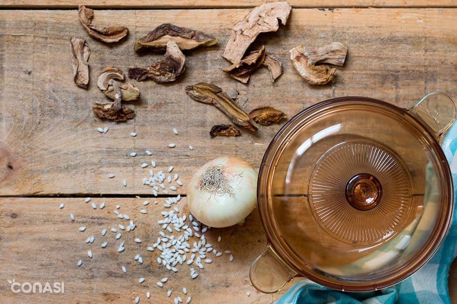 Ingredientes para hacer el risotto de setas deshidratas