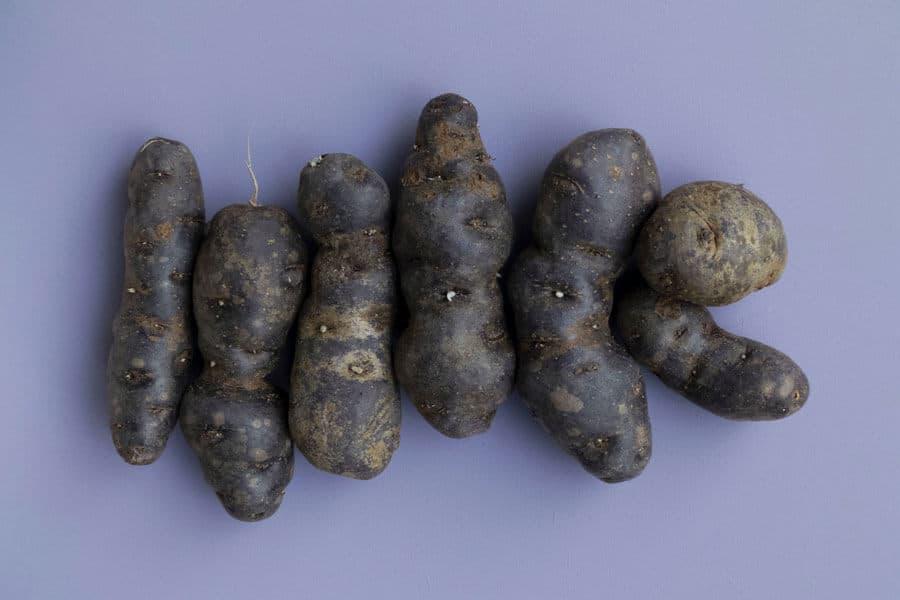 Varias patatas moradas - Valor nutricional de la patata