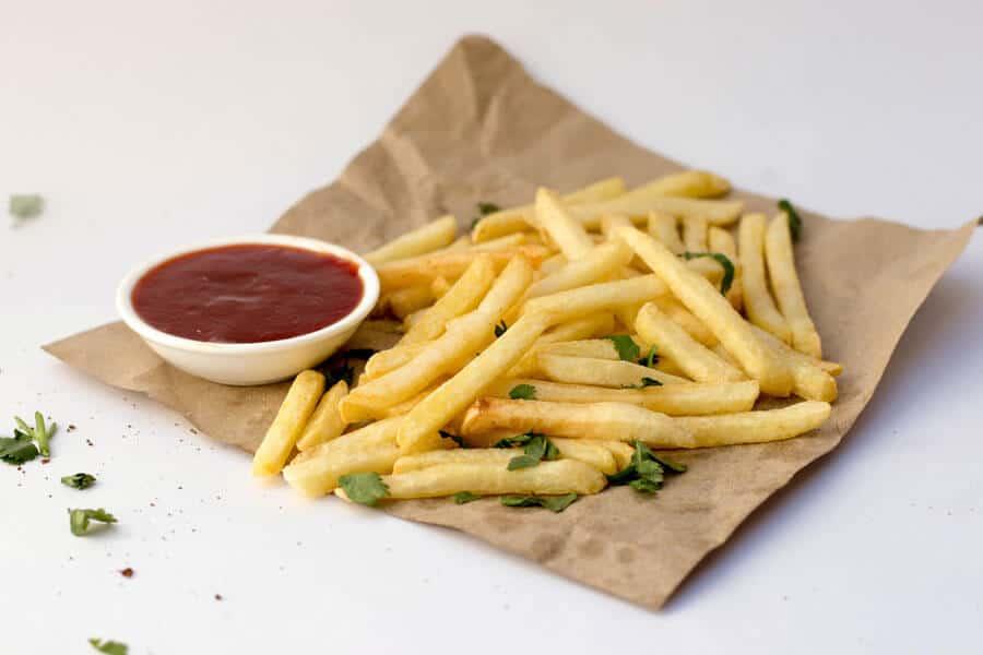patatas fritas con ketchup - cocinar la patata