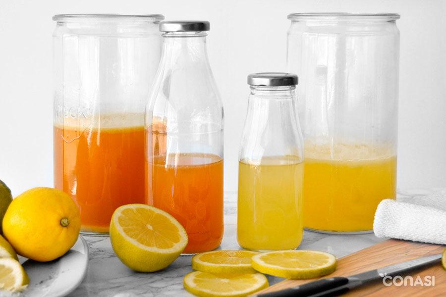 Limonada probiótica en tarros de cristal