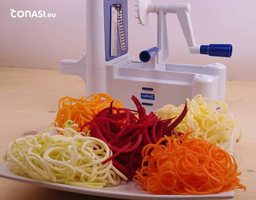 Spirali y diferentes verduras corte espagueti fino